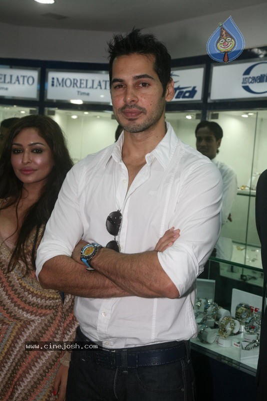 2010 - Page 2 Dino_morea_inaugurated_bezel_watch_store_022