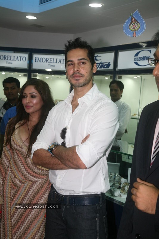 2010 - Page 2 Dino_morea_inaugurated_bezel_watch_store_023