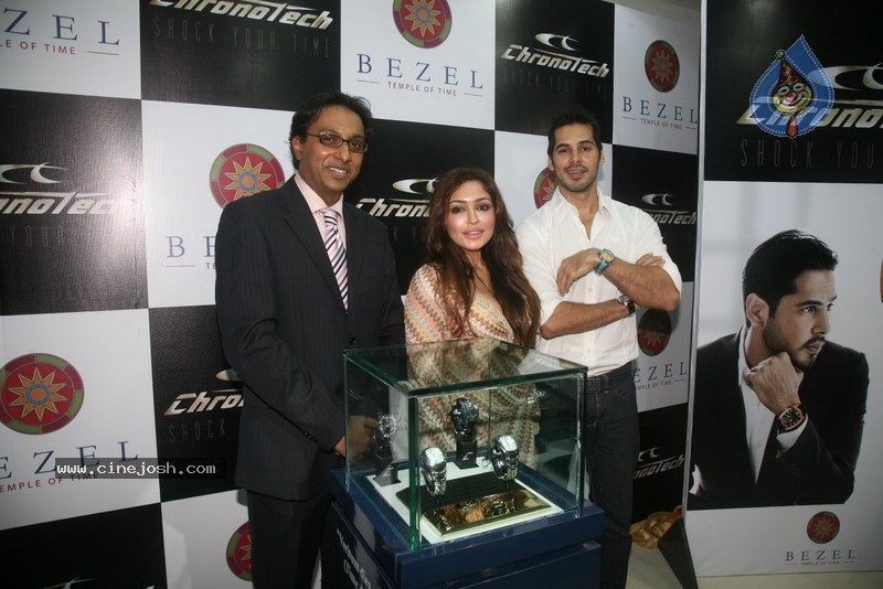 2010 - Page 3 Dino_morea_inaugurated_bezel_watch_store_028