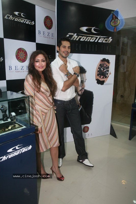 2010 - Page 3 Dino_morea_inaugurated_bezel_watch_store_032