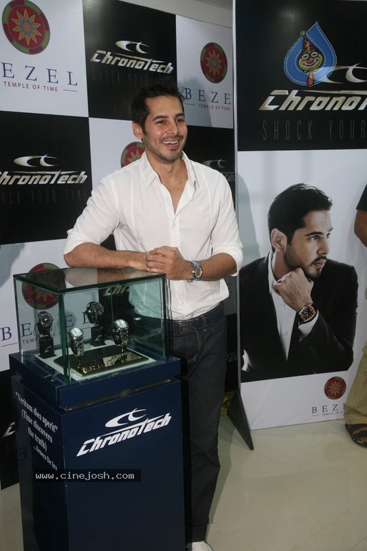 2010 - Page 3 Dino_morea_inaugurated_bezel_watch_store_033