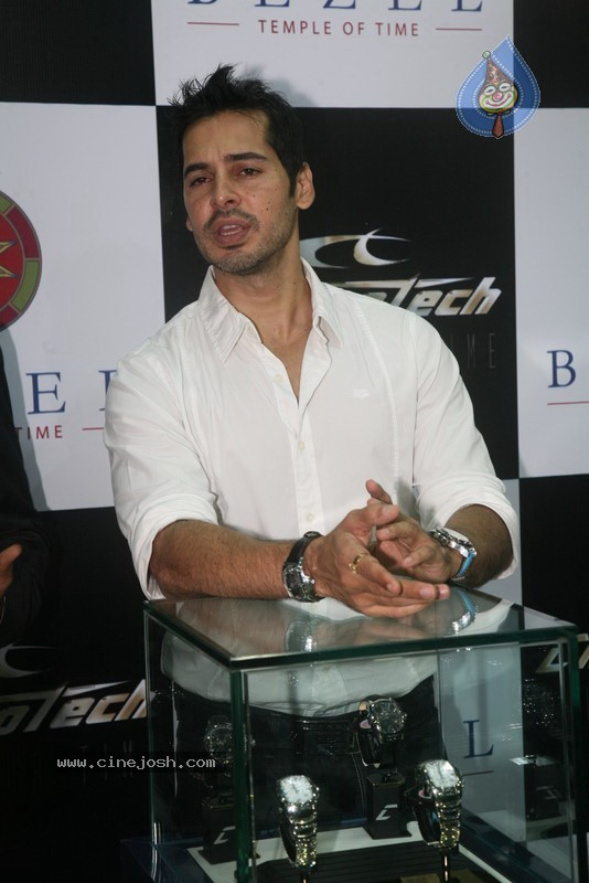 2010 - Page 3 Dino_morea_inaugurated_bezel_watch_store_034