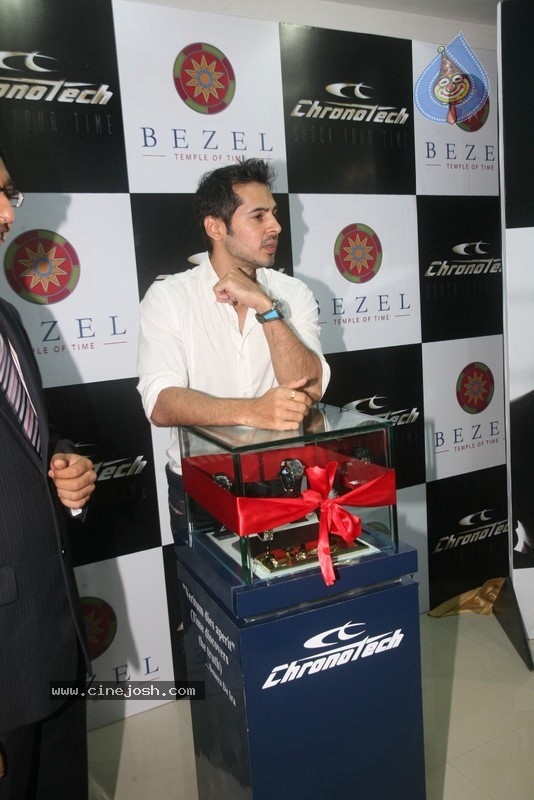 2010 - Page 3 Dino_morea_inaugurated_bezel_watch_store_035