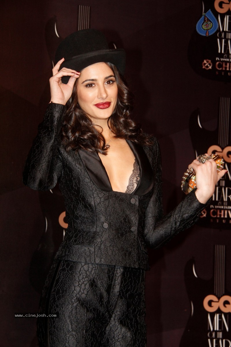 http://www.cinejosh.com/gallereys/bollywood/normal/gq_men_of_the_year_awards_2014_2909140205/gq_men_of_the_year_awards_2014_2909140205_0033.jpg
