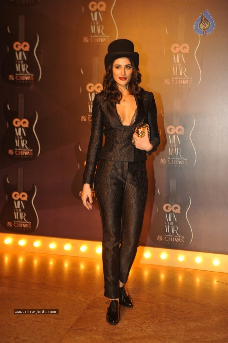 http://www.cinejosh.com/gallereys/bollywood/normal/gq_men_of_the_year_awards_2014_2909140205/gq_men_of_the_year_awards_2014_2909140205_0061.jpg
