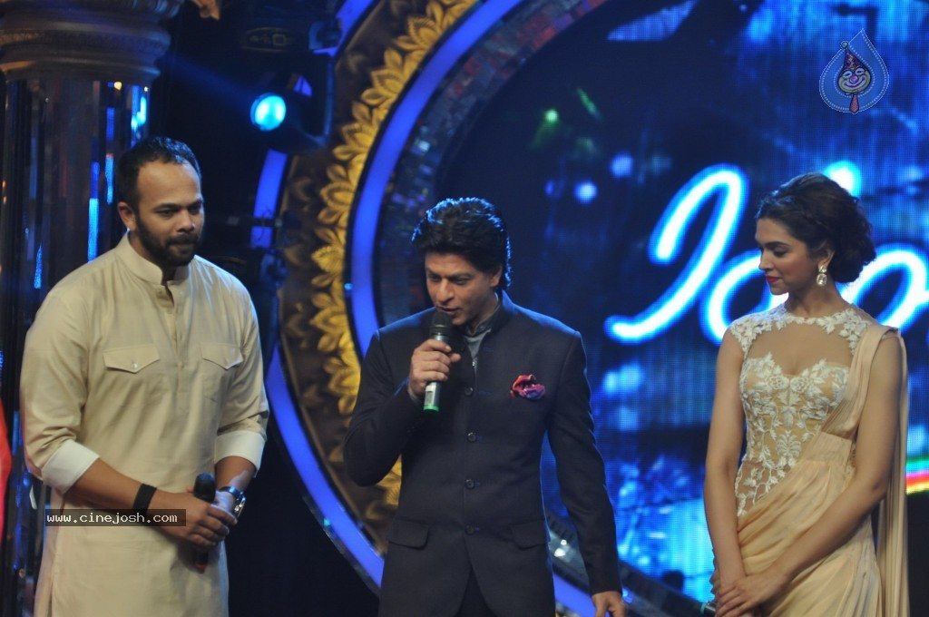 SRK n Deepika at Indian Idol Junior Event - Click for next photo