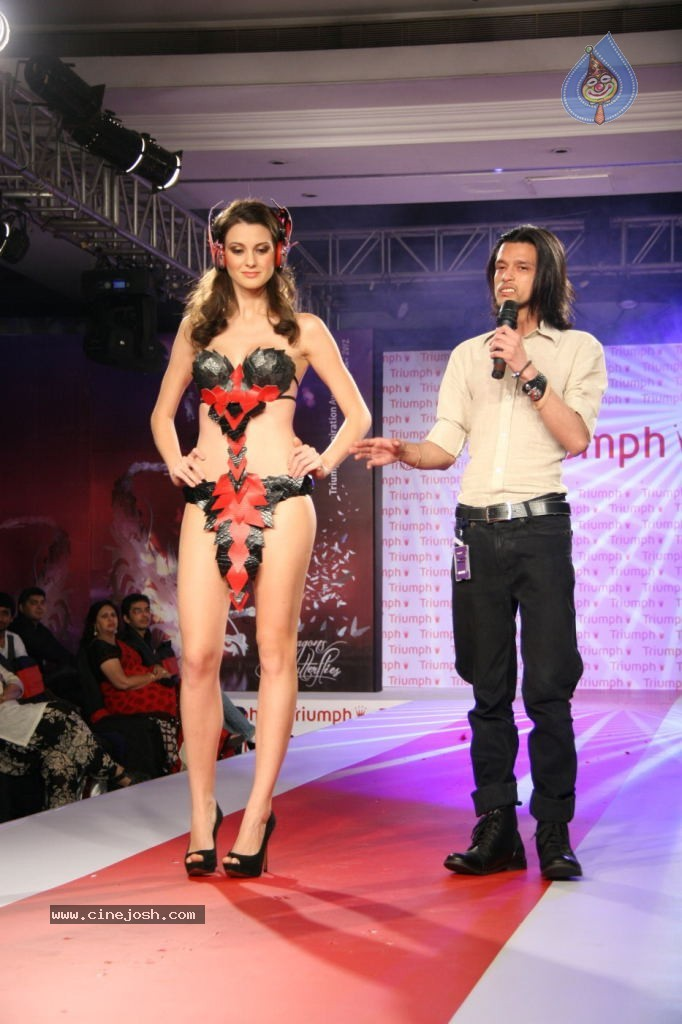 Hot Fashion Show
