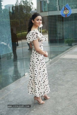 Alia Bhatt Spotted At Karan Johar Office - 2 of 8