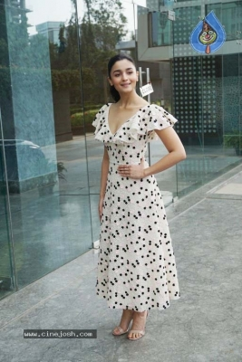 Alia Bhatt Spotted At Karan Johar Office - 3 of 8