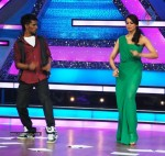 Bipasha Promote Jodi Breakers on Dance India Dance