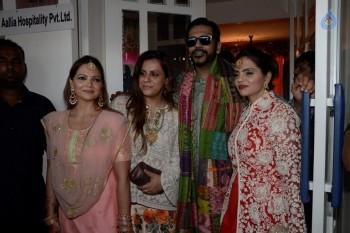 Mehndi Ceremony Of Shilpa Shetty : Celebrities at bipasha basu mehndi ceremony photos gallery
