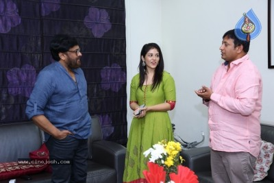 Chiranjeevi Appreciates Taxiwala Team