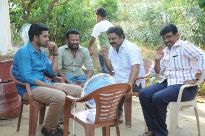 Meda Meeda Abbayi Working Stills - 5 of 13