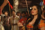 zarine-khan-at-naan-rajavaaga-pogiren-shooting-spot