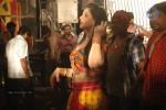 zarine-khan-at-naan-rajavaaga-pogiren-shooting-spot