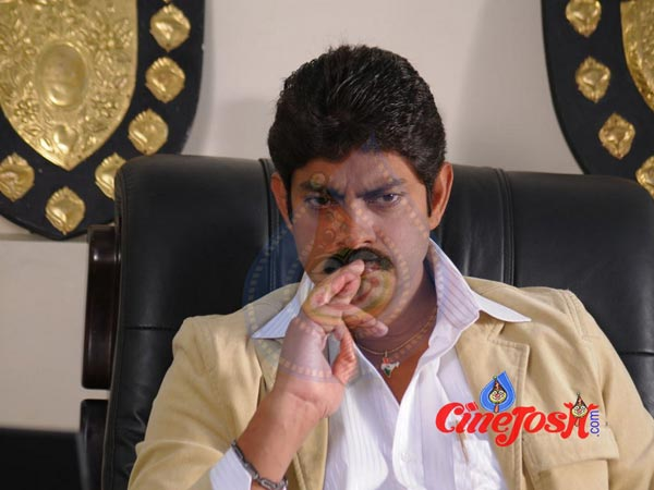 Jagapathi Babu Family and His Wife  Unknown Facts about Jagapathi Babu Wife