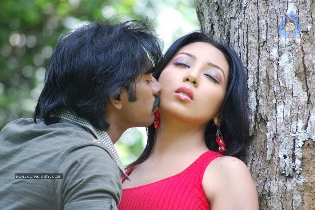 Alaral Tamil Movie Spicy Stills Photo 9 Of 50