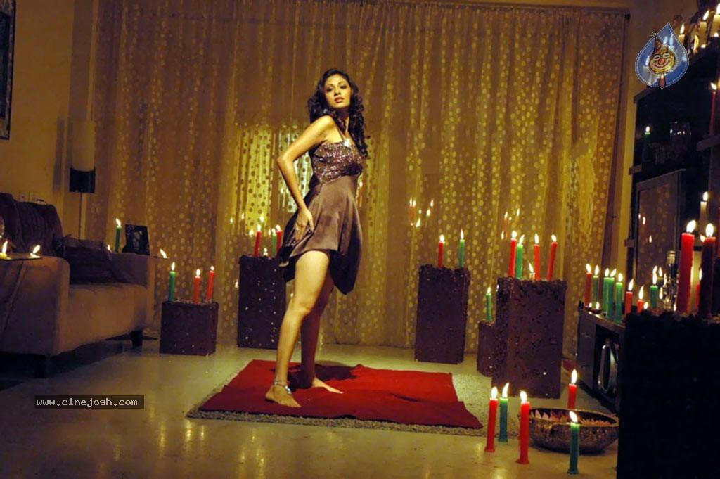 Click 3 Tamil Movie Hot Stills   Click For Next Photo