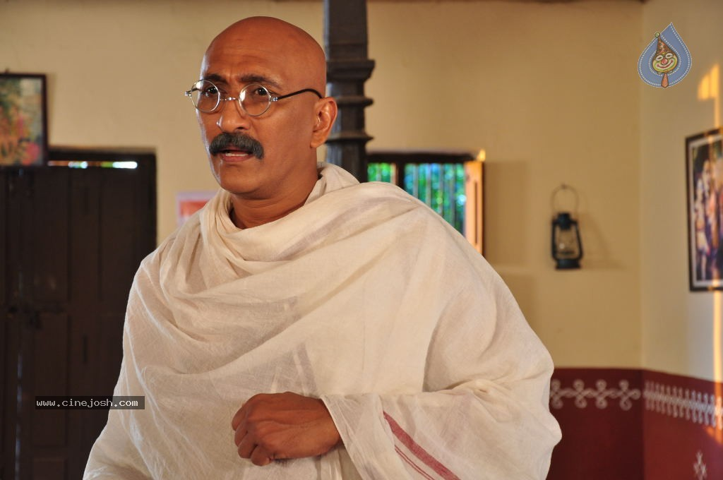gandhi movie summary Gandhi movie reviews & metacritic score: gandhi's character is fully explained as a man of nonviolence through his patience, he is able to drive the british.