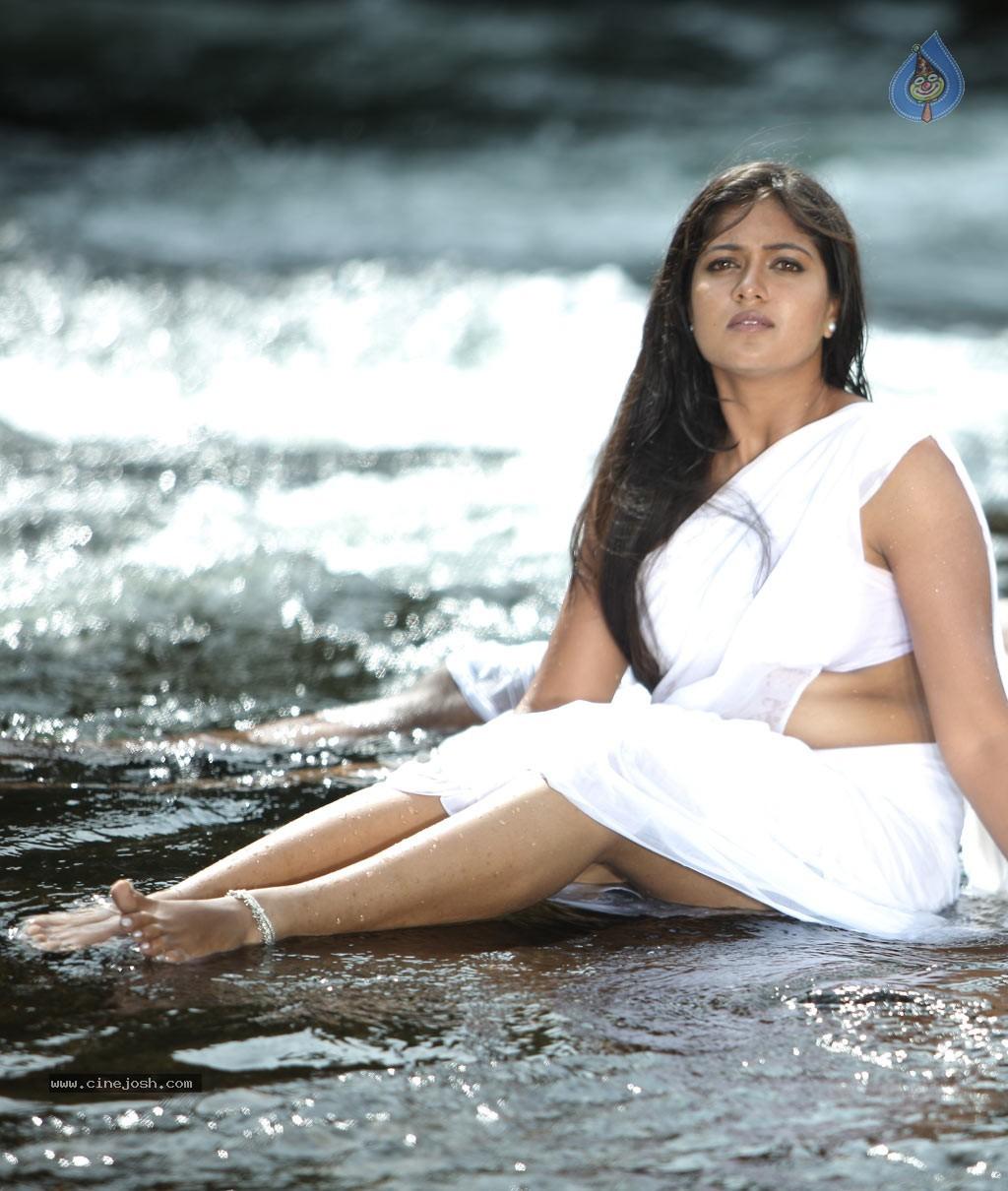 Murattu Kaalai Tamil Movie Stills: Jakkamma Tamil Movie Hot Stills