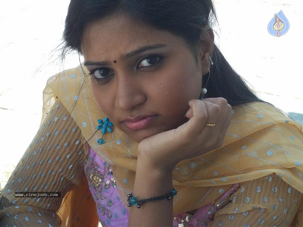 Tamil Movie Hot Stills, Kayavan Tamil Movie Gallery, Kayavan Hot ...
