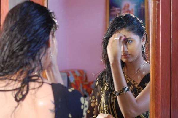 Kaffi Bar Movie Stills - 46 / 147 photos