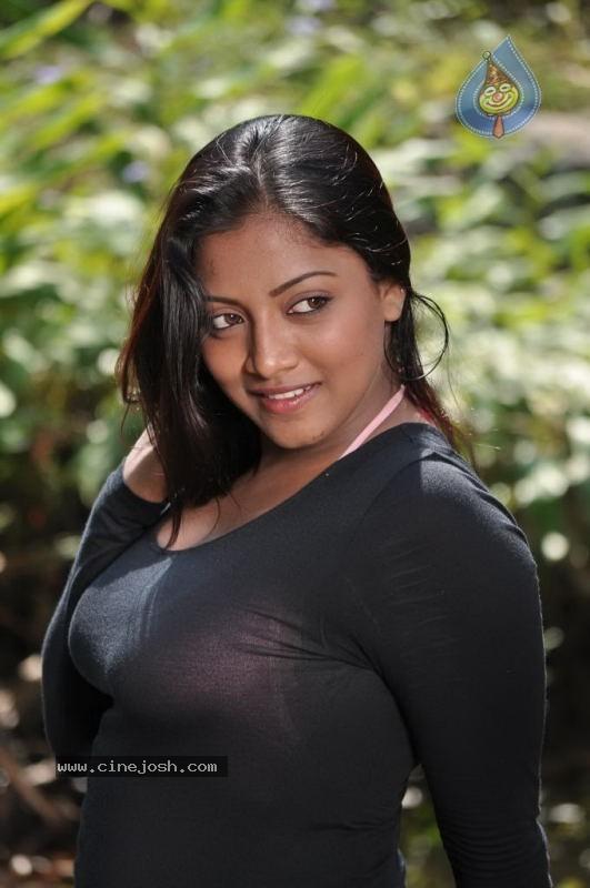 Mounamana Neram Tamil Movie Stills 8 35 Photos