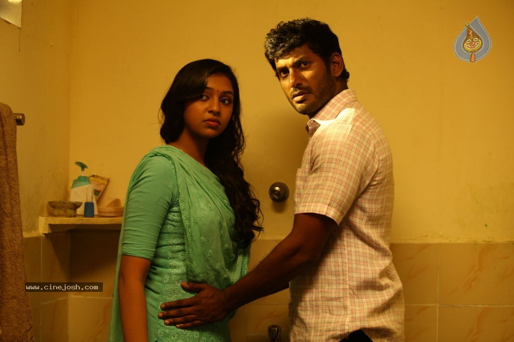 Naan Sigappu Manithan Tamil Movie New Stills - Photo 1 of 33 Naan Sigappu Manithan Tamil Movie