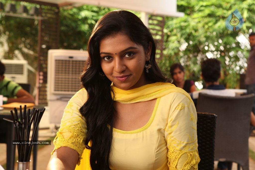 Naan Sigappu Manithan Tamil Movie New Stills - Photo 4 of 33 Naan Sigappu Manithan Tamil Movie