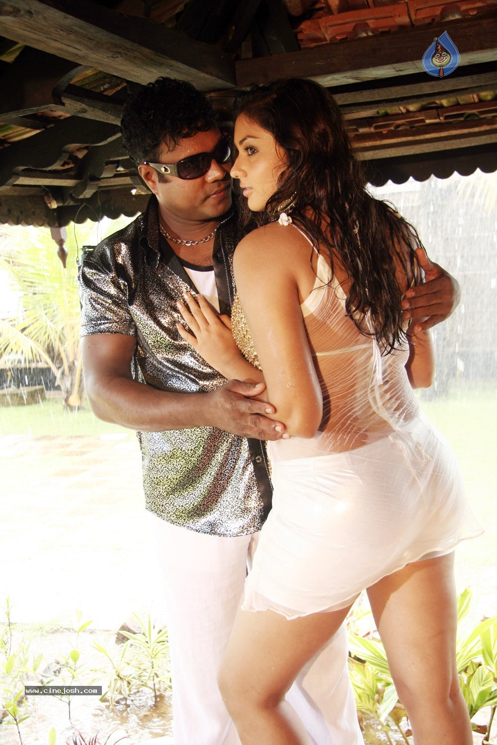 Namitha Hot Stills In Iddaru Monagallu photos gallery | Namitha Hot ...