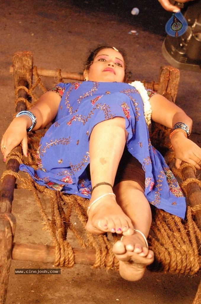 thigattatha kadhal movie hot videos