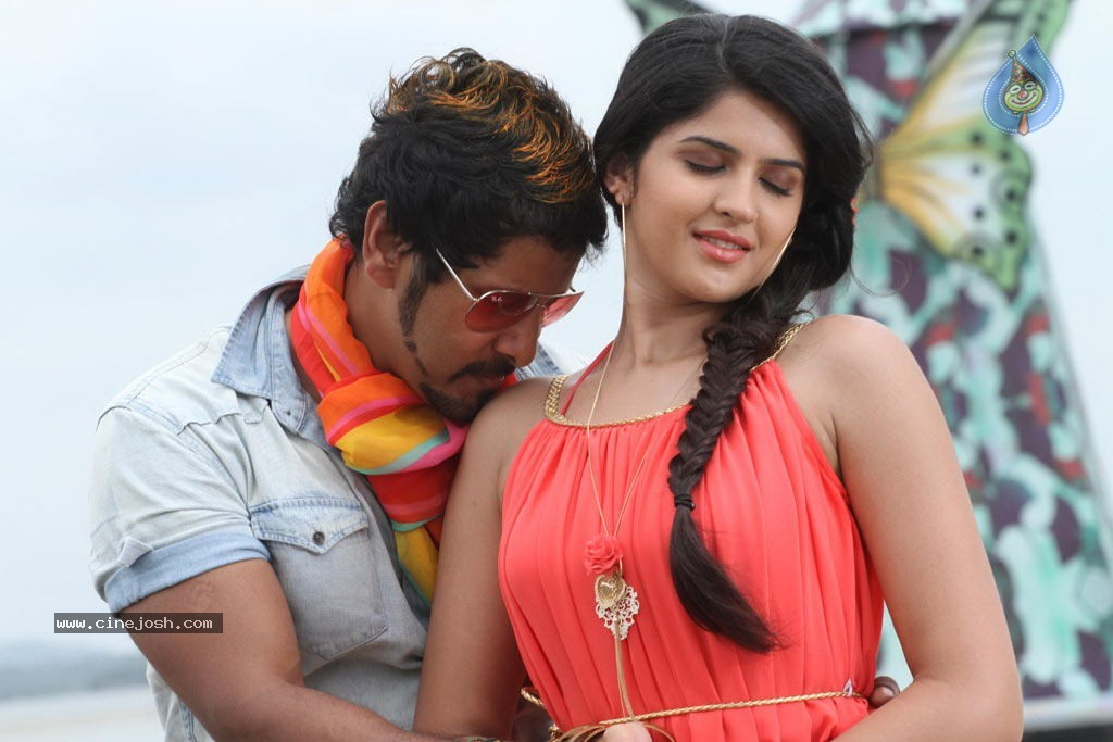 Rajapattai Tamil Movie Stills - Photo 17 of 26
