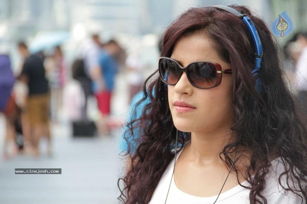 http://www.cinejosh.com/gallereys/movies/normal/sattam_oru_iruttarai_tamil_movie_stills_2111120956/sattam_oru_iruttarai_tamil_movie_stills_2111120956_033.jpg