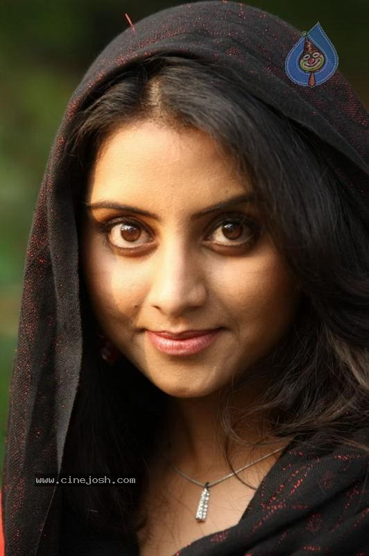 http://www.cinejosh.com/gallereys/movies/normal/seniors_malayalam_movie_stills_22_05_11_04_12/seniors_malayalam_movie_stills_22_05_11_04_12_025.jpg