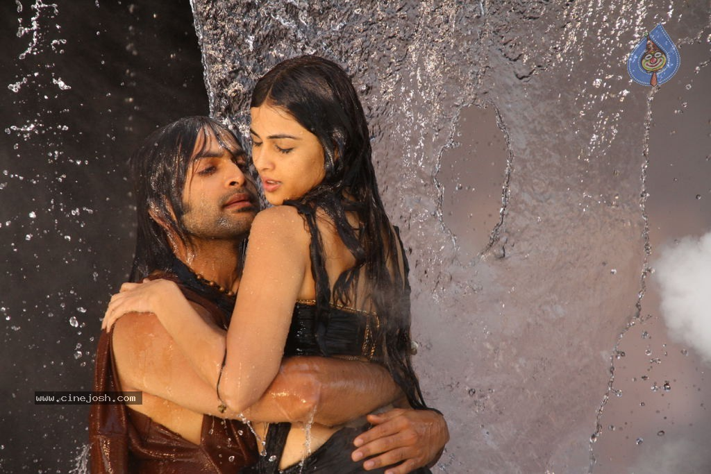 Urumi Movie New Stills - 18 / 56 photos