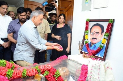Vijaya Bapineedu Condolences Photos