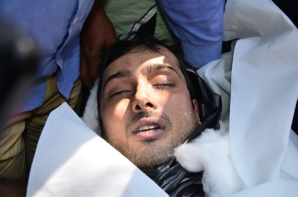 Dead Body Pictures Of Celebrities Uday kiran dead body more