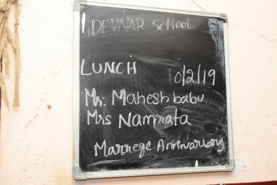 Mahesh and Namrata offers Lunch on Anniversary - 2 of 8