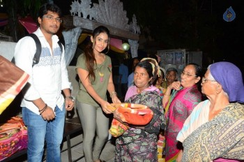 Sri Reddy Distributes Blankets for Orphans - 7 of 40