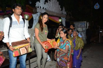 Sri Reddy Distributes Blankets for Orphans - 8 of 40