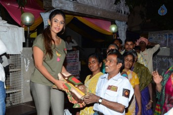 Sri Reddy Distributes Blankets for Orphans - 12 of 40