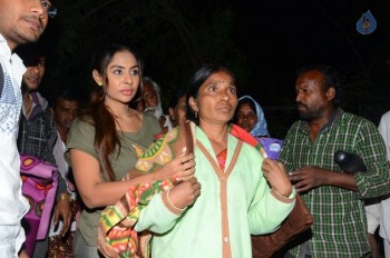 Sri Reddy Distributes Blankets for Orphans - 16 of 40