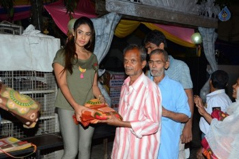 Sri Reddy Distributes Blankets for Orphans - 18 of 40