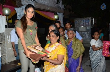 Sri Reddy Distributes Blankets for Orphans - 19 of 40