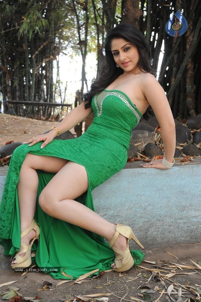 Curvy Alexis Texas: Malaika Arora Khans Photoshoot for