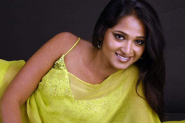 Anushka Hot - 105 / 111 photos