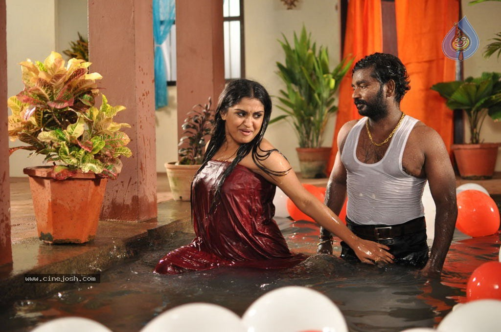 aruvikkaraiyoram tamil movie hot stills   photo 7 of 9