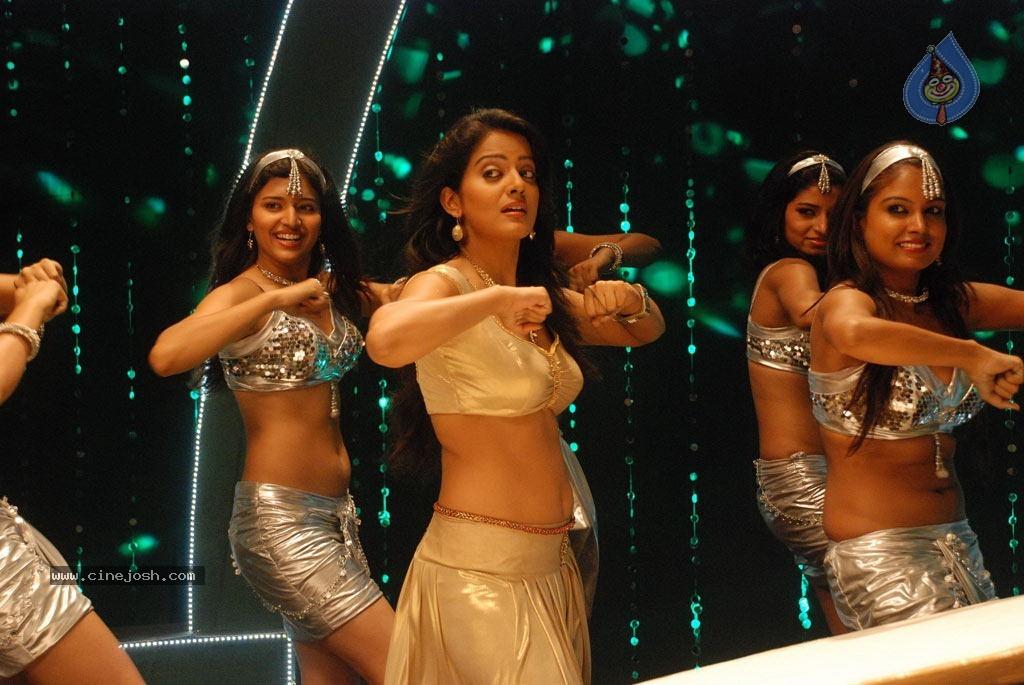 kanna_laddu_thinna_aasaiya_tamil_movie_hot_stills_1012120918_079.jpg (1024×685)