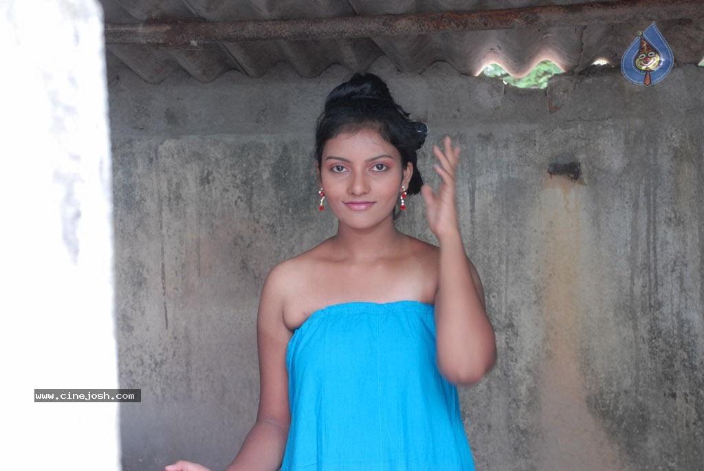 Lollu Dada Parak Parak Tamil Movie Hot Stills big photo 27 of 55 ...