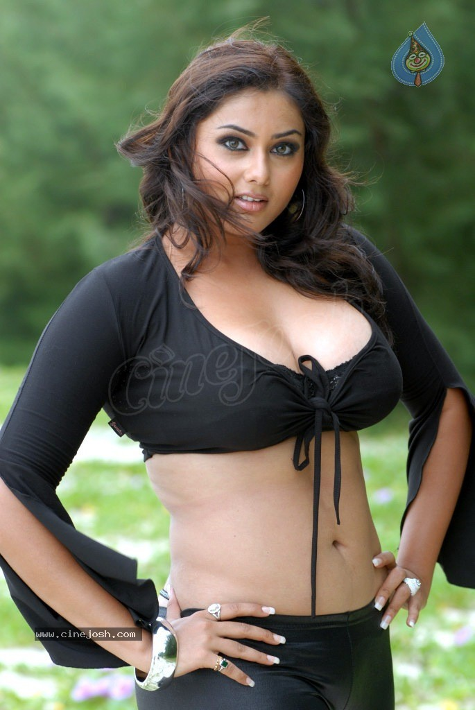 http://www.cinejosh.com/gallereys/spicy/normal/namitha_new_spicy_photos_2404121109/namitha_new_spicy_photos_2404121109_066.jpg